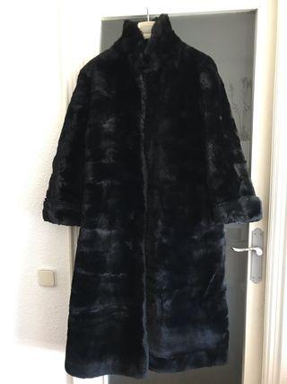 Abrigo largo de piel de mouton negro