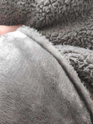 colcha edredón gris
