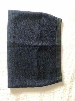 Falda corta negra y azul