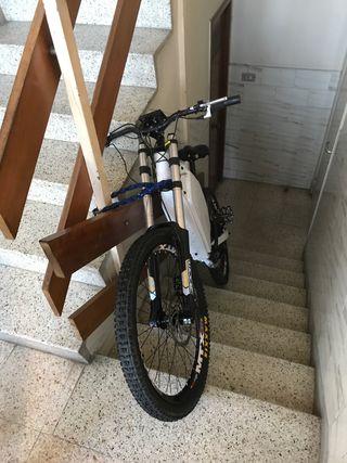 Bicicleta eléctrica 1500w 65km/h