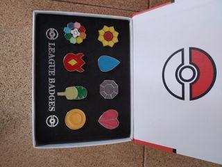 caja con 8 pins Pokémon