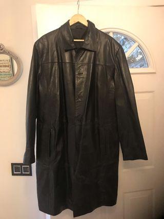 Abrigo de cuero negro para hombre