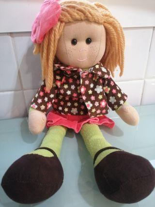 muñeca de trapito la niña 5 euros.