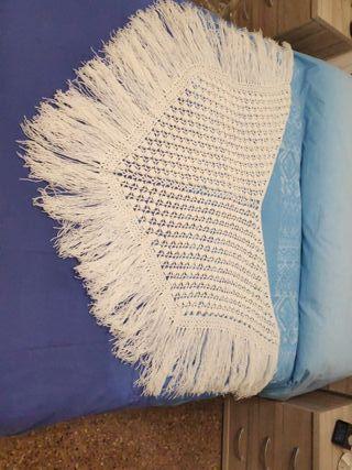 Mantón de lana fina hecho a mano