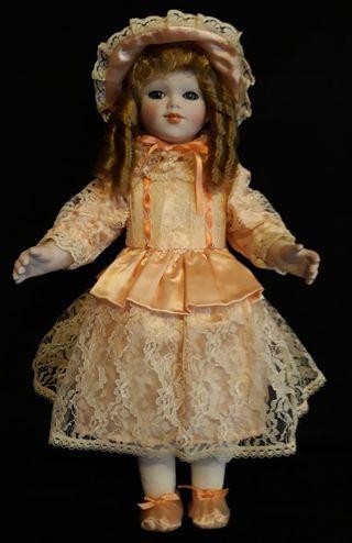Antigua muñeca de porcelana Ramón Inglés