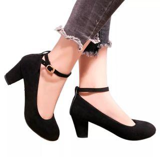 Zapatos pulsera tacón medio con etiqueta