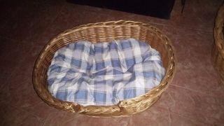 cama perro de mimbre perro mediano.casi nuevo.