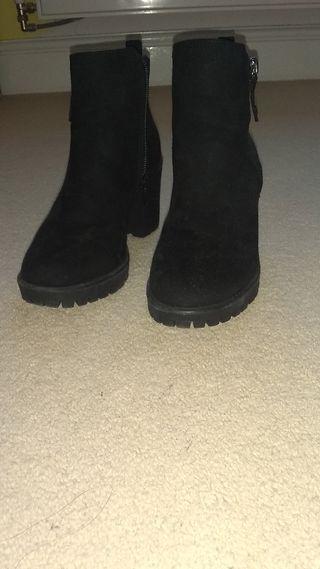 heeled black shoes