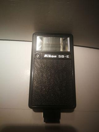 Flash Nikon speedlight SB-E.