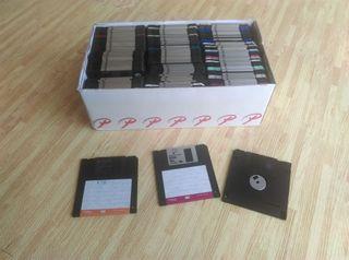 Gran lote de 120 disquettes grabados de 3½ pulgada