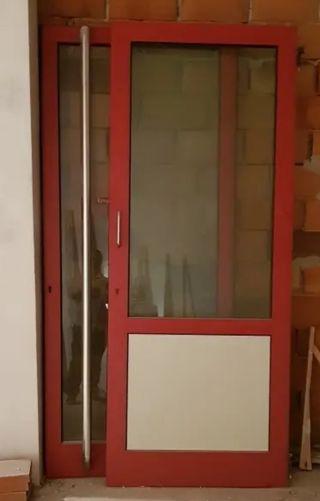 Dos puertas de seguridad - metal y cristal
