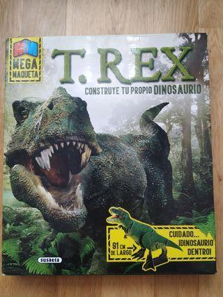 maqueta de dinosaurio
