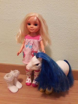 Nancy y su poni