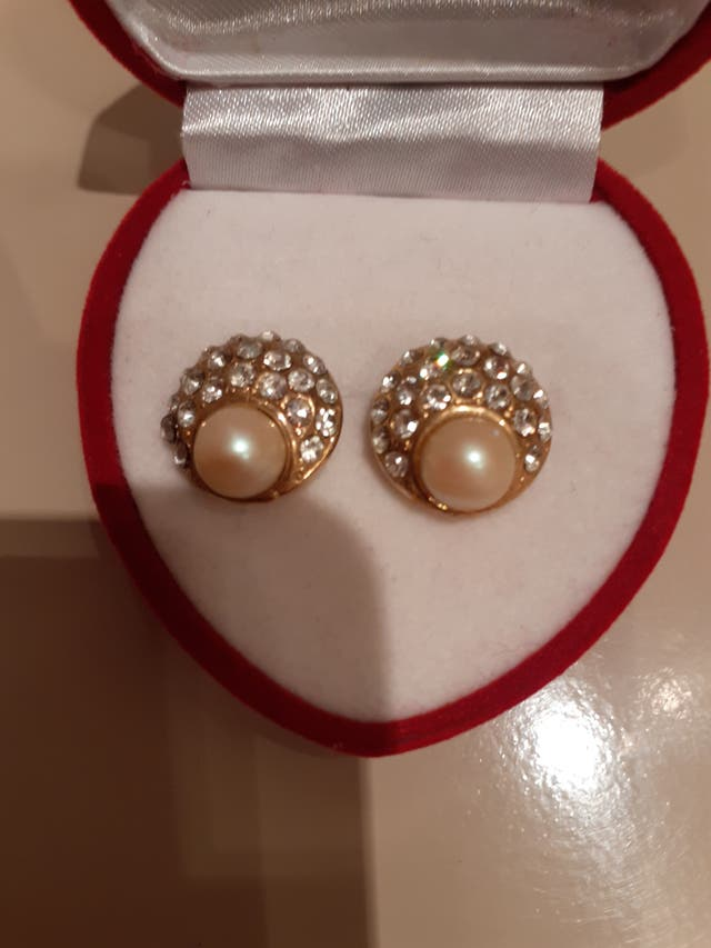 Pendientes de acero dorado circonitas y Perlas