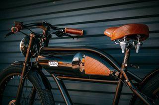 Bicicleta eléctrica custom GREASER