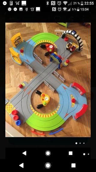 parking juguete y circuito moto