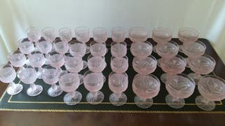 Cristalería color rosa de 36 piezas