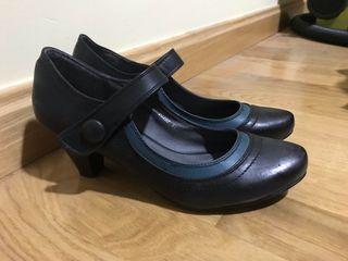 Zapato de tacón sin estrenar