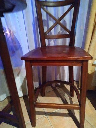 mesa y dos sillas