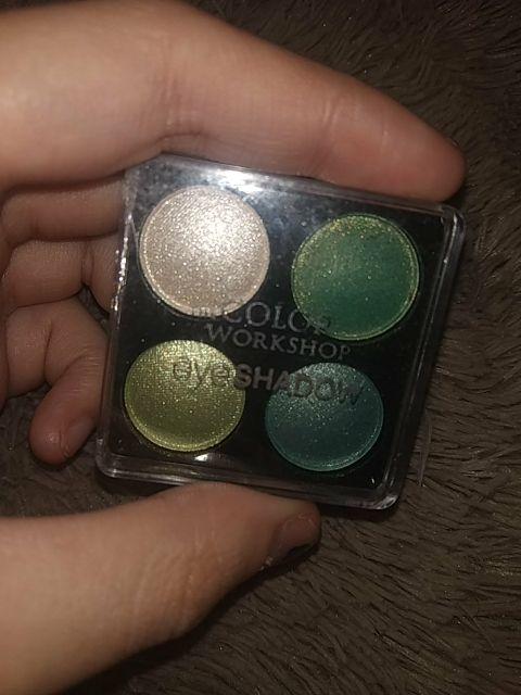 cuatro sombras de ojos pequeñas verdes