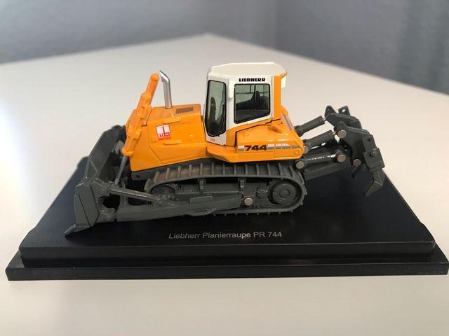 Preciosa máquina Bulldozer LIEBHERR 744