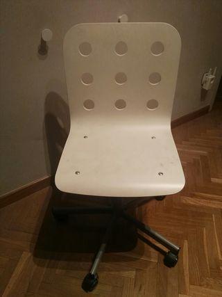 Silla escritorio de madera blanca