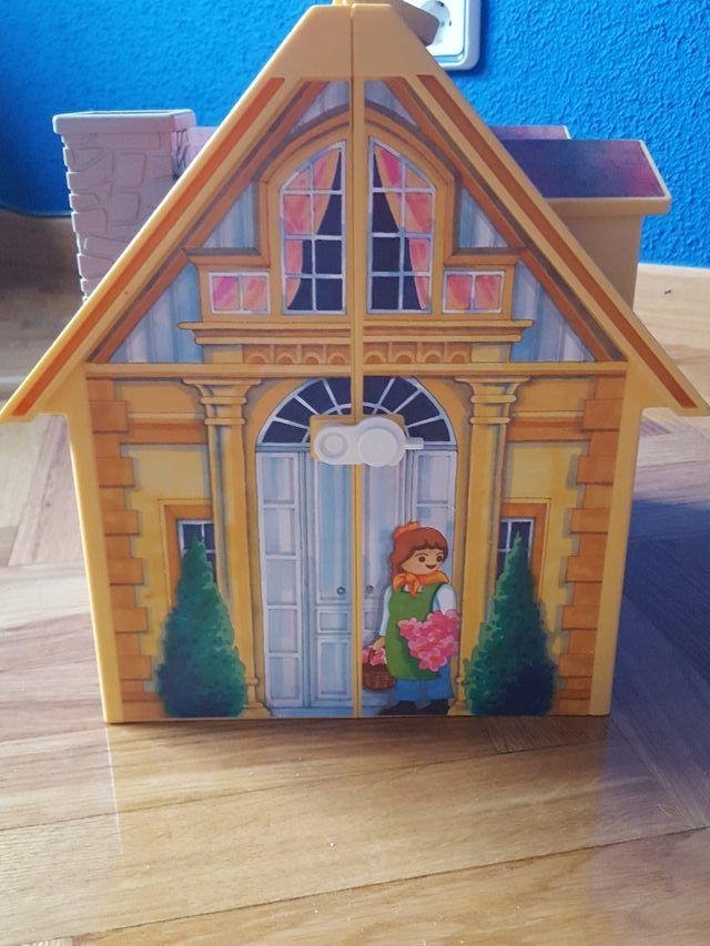 Casa de muñecas playmobil.