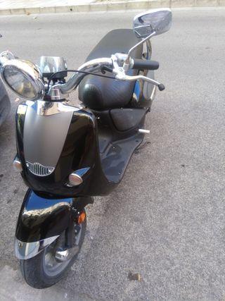 URGE POR CAMBIO DE CIUDAD...Aprilia custom 49