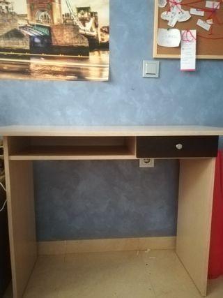 Mesa de escritorio en perfecto estado