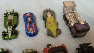 Cochecitos de juguete. En metal y plástico