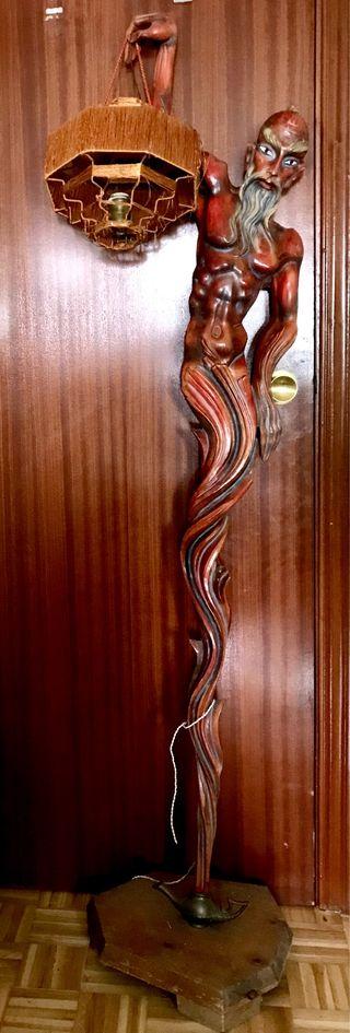 Antigua lámpara tallada en madera 2
