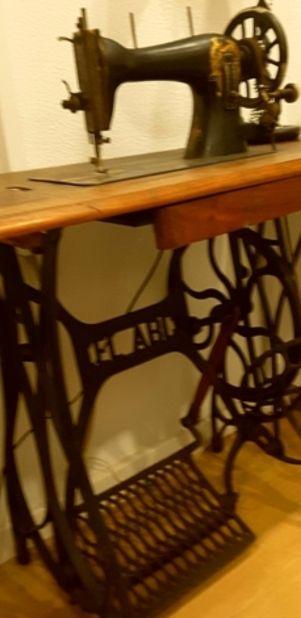 maquina de coser antigüa.