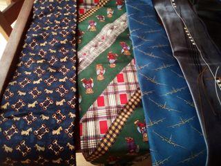 Lote de 10 corbatas con dos de seda