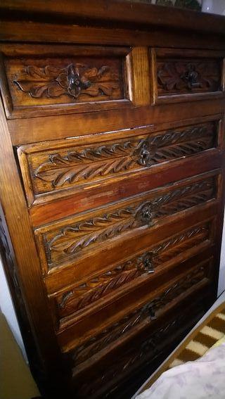 cómoda en madera maciza