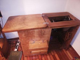 Máquina de coser antigua de la Marca Alfa
