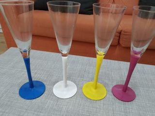 4 copas de champagne de colores