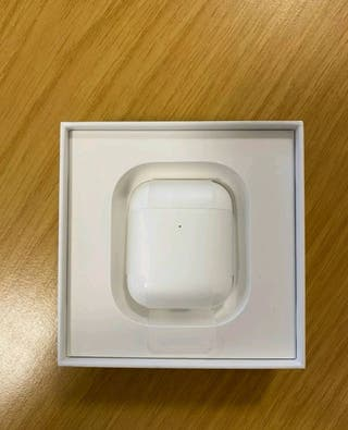 Apple AirPods (2nd Gen) with Wireless Charging Cas