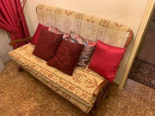 Antiguo sofá de madera