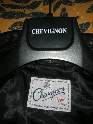 Cazadora piel Chevignon.