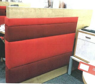 mampara divisoria tapizada roja