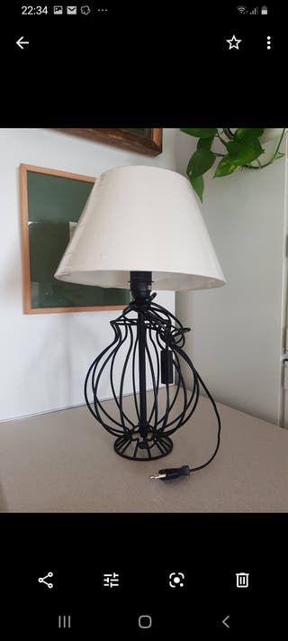 dos lámparas sobre mesa