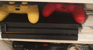 PS4 pro. 1 tera. modelo más potente. 1 mando