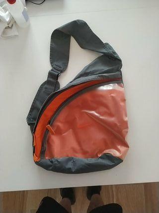 Mochila bandolera Nike