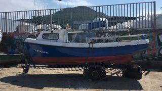 Barco de fibra con cabina sin motor en SANTOÑA