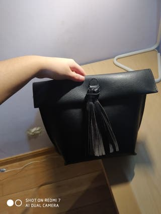bolso negro flecos