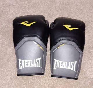 Everlast Boxing Gloves: Size 16 oz