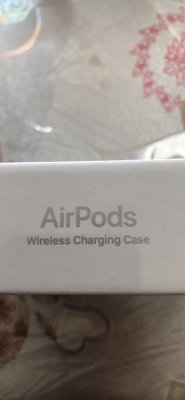AirPods 2nd Gen With Wireless Charging Case