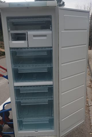 DEJA WASAP congelador vertical de cajones
