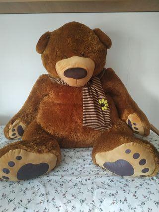 oso gigante de peluche