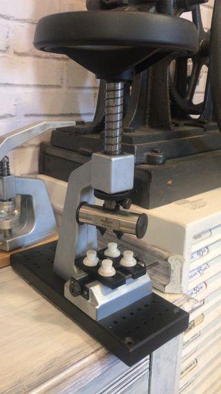 Maquinas de relojero para poner pilas